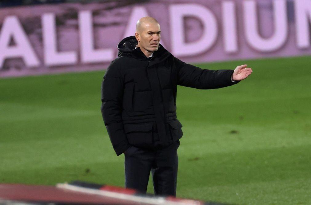 Zidane regressa aos treinos do Real Madrid após período de isolamento