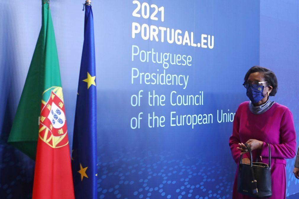Parlamento Europeu pede a Van Dunem