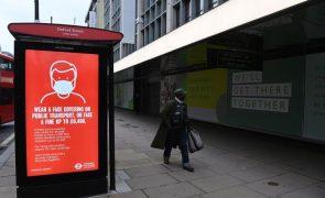 Covid-19: Reino Unido regista 1.449 mortes perante desafios com novas variantes