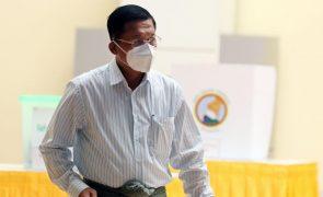 Myanmar: Chefe militar diz que golpe de segunda-feira era