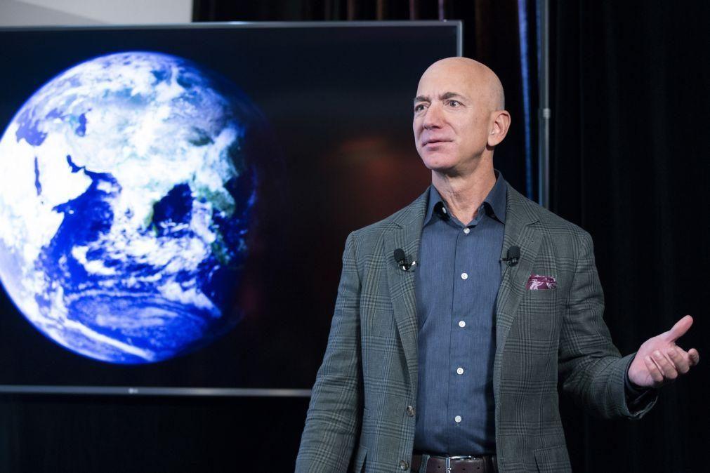Jeff Bezos vai deixar de ser presidente executivo da Amazon