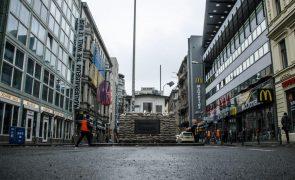 Covid-19: Alemanha regista 975 óbitos e 9.705 novas infeções em 24 horas