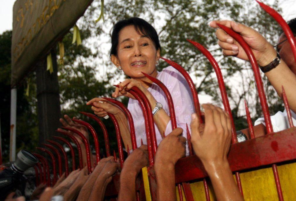 Exército de Myanmar processa Aung San Suu Kyi e o presidente deposto