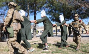 30% dos detidos por terrorismo no Afeganistão terá sido torturado -- ONU
