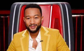 John Legend Quatro meses após perder o filho, cantor está novamente de luto