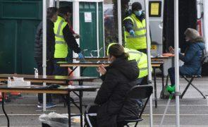 Covid-19: Reino Unido registou 1.322 mortes mas atinge 10 milhões de pessoas vacinadas