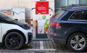 Venda de carros elétricos na Europa duplicou em 2020