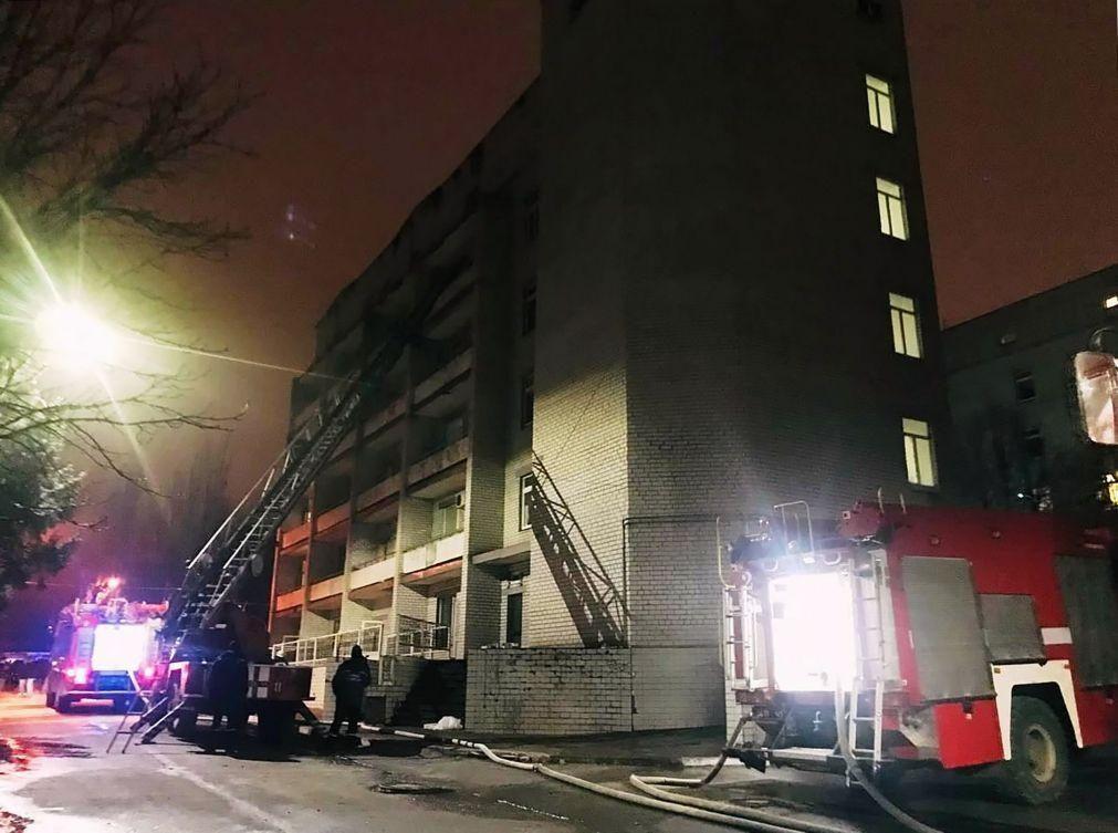 Incêndio em hospital da Ucrânia faz quatro vítimas mortais