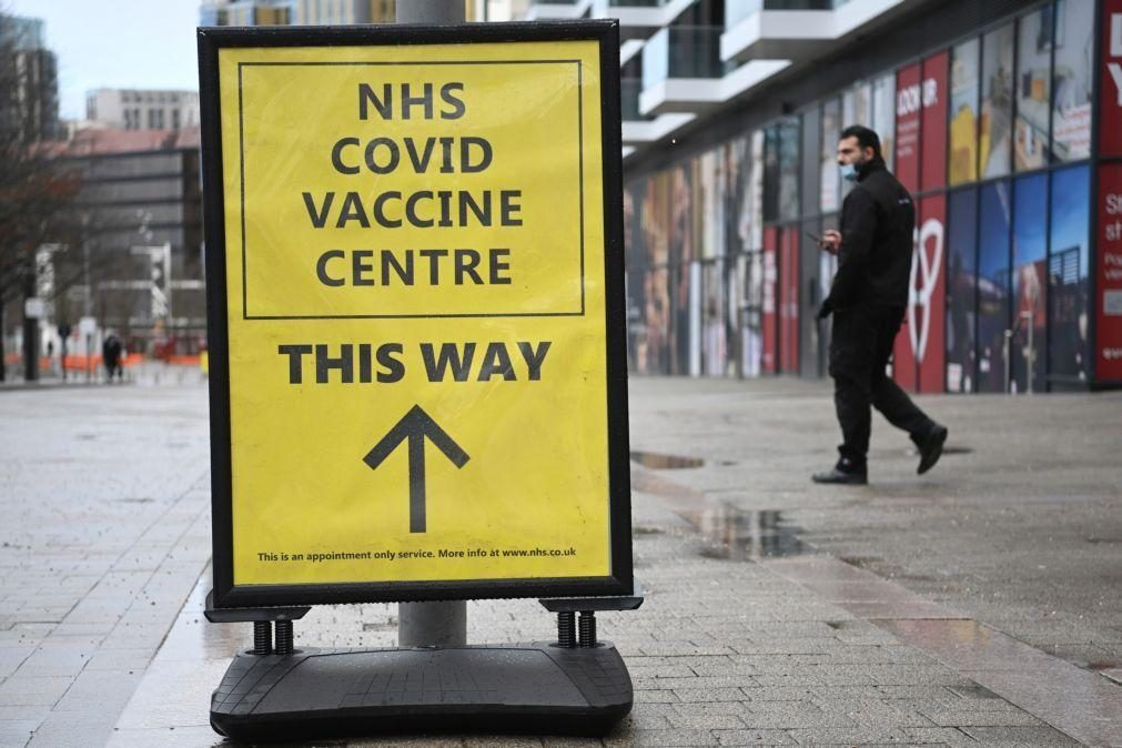 Reino Unido vai investigar mistura de vacinas diferentes entre doses