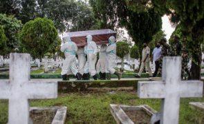 Covid-19: Mais de 104 milhões de casos e 2,2 milhões de mortos no mundo