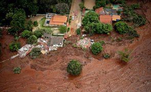 Vítimas de barragem protestam após anúncio de acordo da Vale com autoridades do Brasil