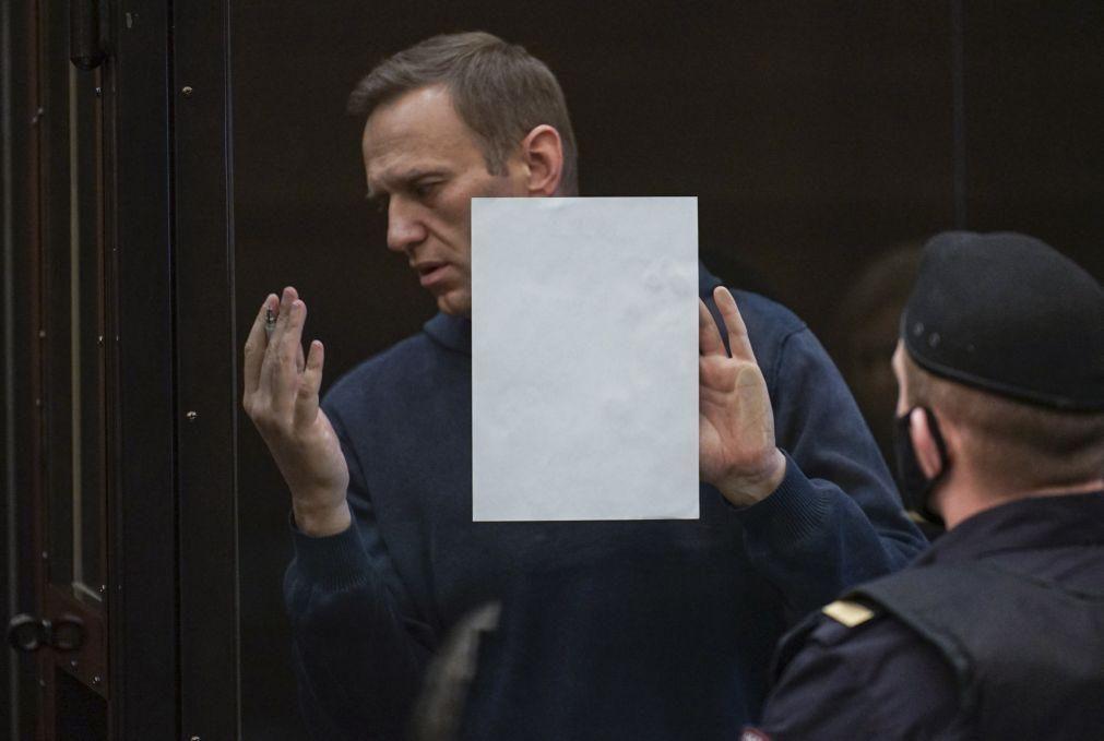 Navalny: Opositor apela aos apoiantes a