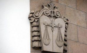 Covid-19: Advogados querem ser vacinados ao mesmo tempo que os magistrados