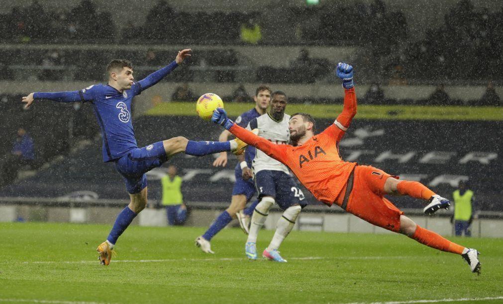 Chelsea vence dérbi com Tottenham e impõe terceiro desaire seguido a Mourinho