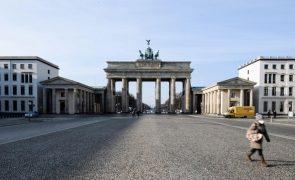 Covid-19: Alemanha regista 855 mortes e 12.908 contágios nas últimas 24 horas