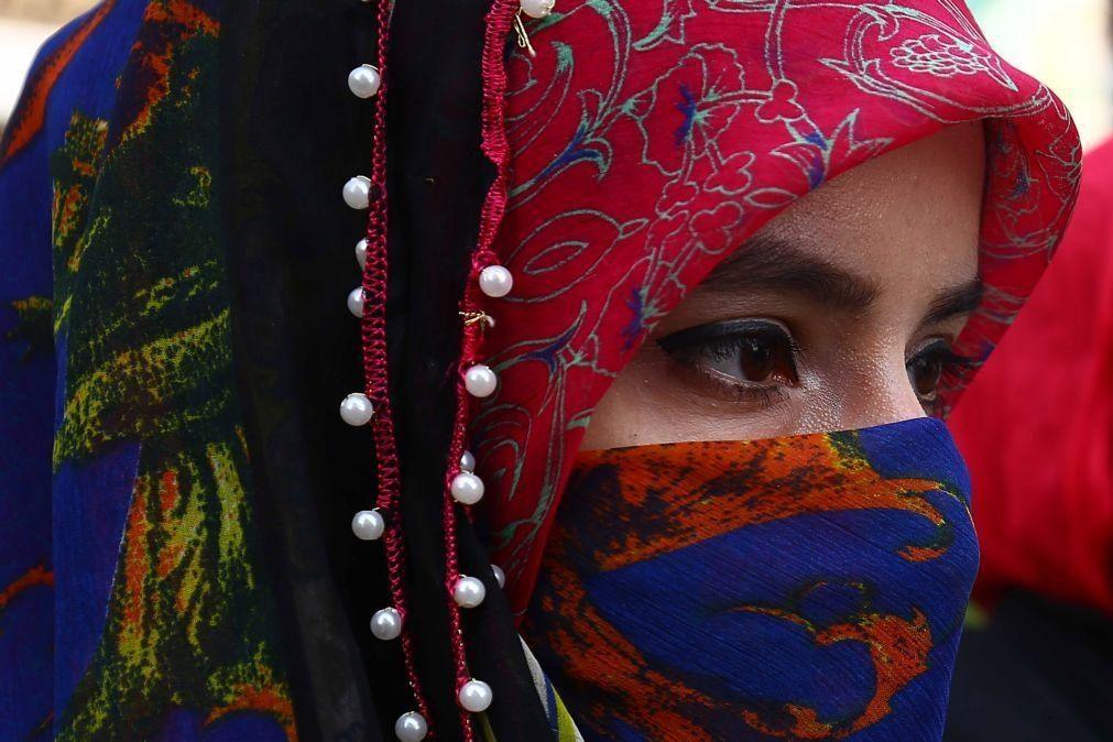 Indonésia proíbe escolas de obrigar alunas a usarem o véu islâmico