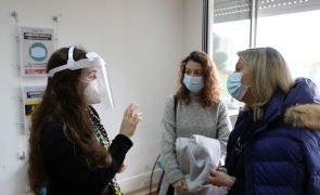 Mãe e filha querem ajudar no hospital de campanha de Lisboa após recuperarem da covid-19