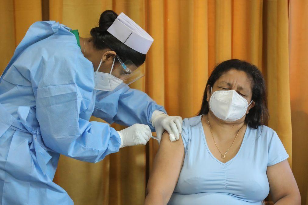 Covid-19: Espanha reserva vacina AstraZeneca a pessoas até 55 anos