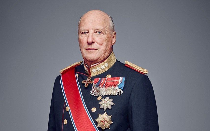 Rei da Noruega operado a um joelho