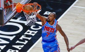 Covid-19: Durant obrigado a abandonar preventivamente jogo na NBA