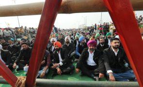 Milhares de camponeses protestam na Índia contra liberalização do setor agrícola
