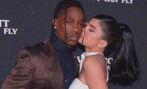 Kylie Jenner e Travis Scott continuam