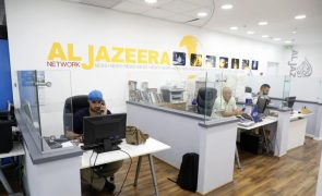 Egito liberta jornalista da Al-Jazeera detido há quatro anos