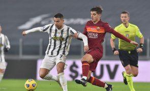 Ronaldo marca no triunfo da Juventus sobre a Roma de Paulo Fonseca