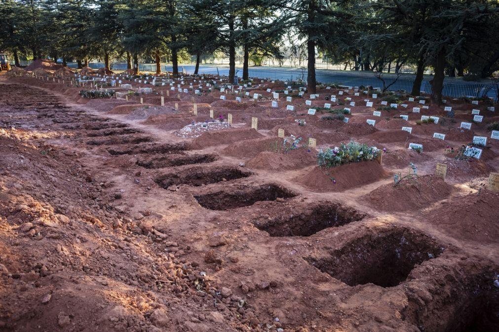 Covid-19: Brasil regista 978 mortos e mais de 50 mil novos casos