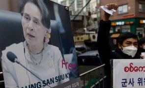 Myanmar: Milhares de pessoas voltam a manifestar-se contra golpe militar