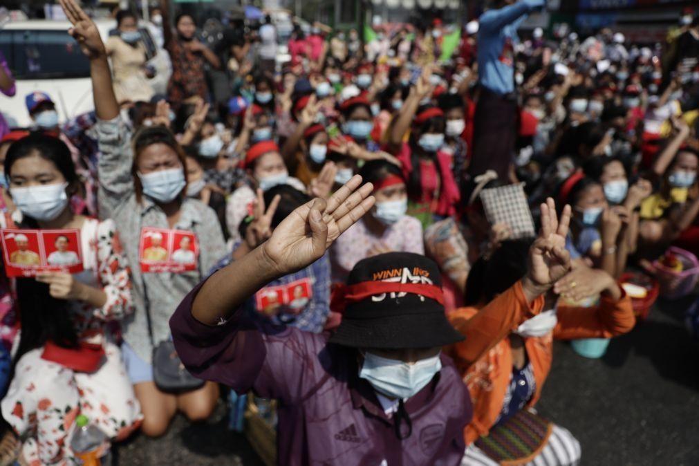 Myanmar: Ligação à internet restaurada após 'blackout' de mais de um dia