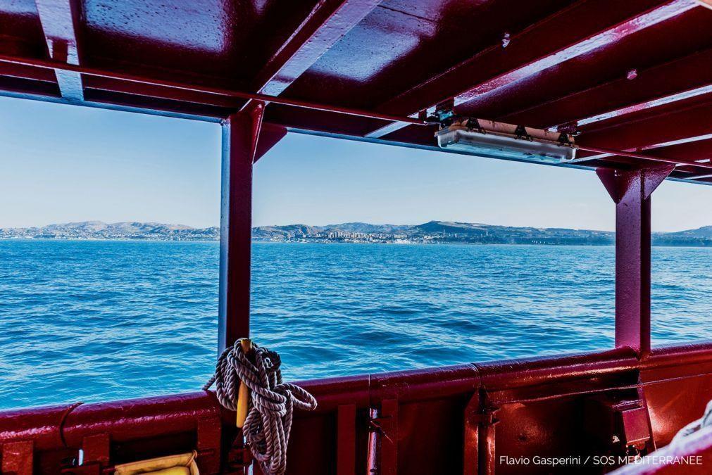 Dez casos positivos de covid-19 entre 422 migrantes a bordo do Ocean Viking