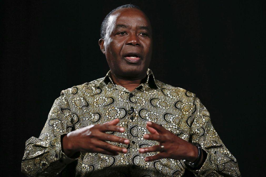 Ex-PM de Angola critica