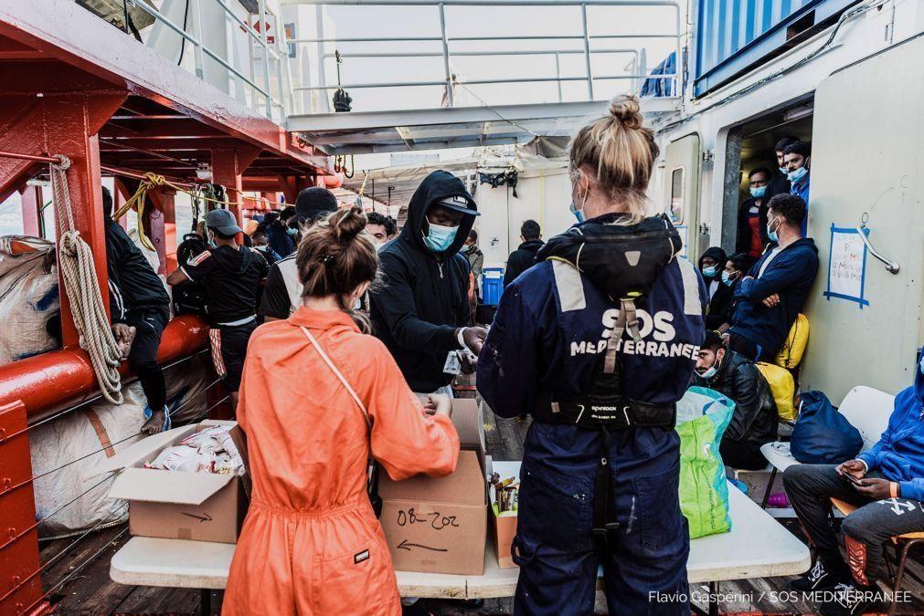 Migrações: 422 migrantes da embarcação Ocean Viking vão desembarcar na Sicília