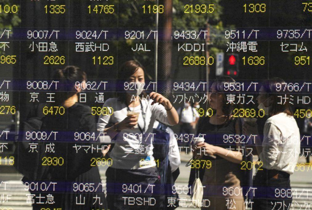 Bolsa de Tóquio fecha a ganhar 2,12%