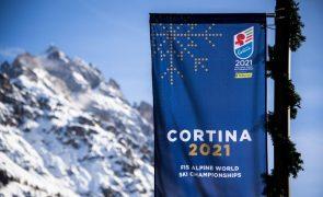 Prova de abertura dos mundiais de esqui alpino adiada devido ao mau tempo