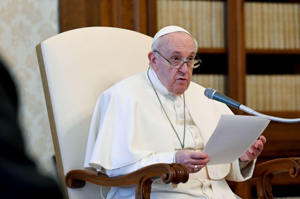 Papa Francisco pede libertação