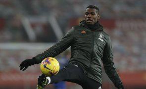 Pogba tem lesão muscular numa coxa e desfalca Manchester United por algumas semanas