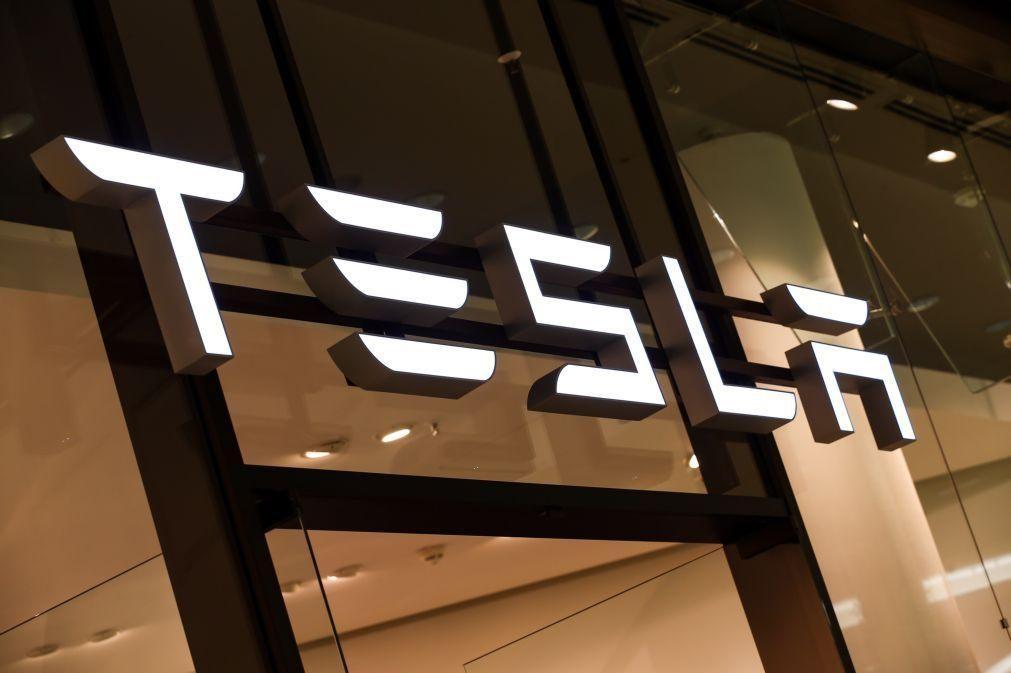 Tesla investe 1,5 mil milhões de dólares em bitcoins