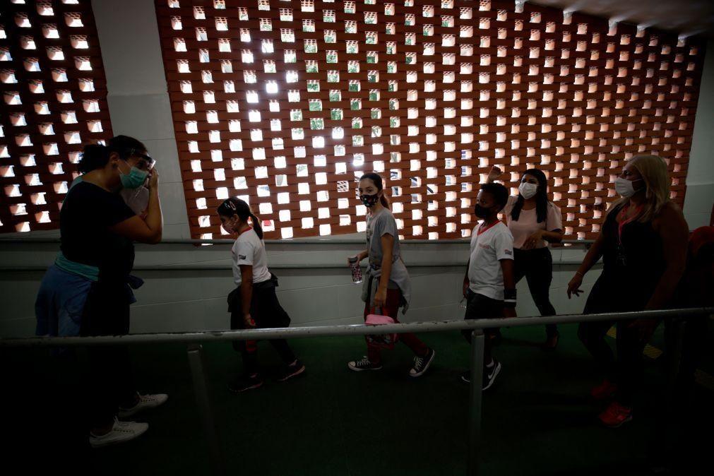 Covid-19: Aulas presenciais voltam em estado mais rico do Brasil após quase um ano