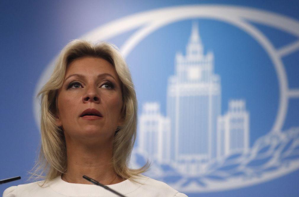 Moscovo considera expulsão de diplomatas russos uma