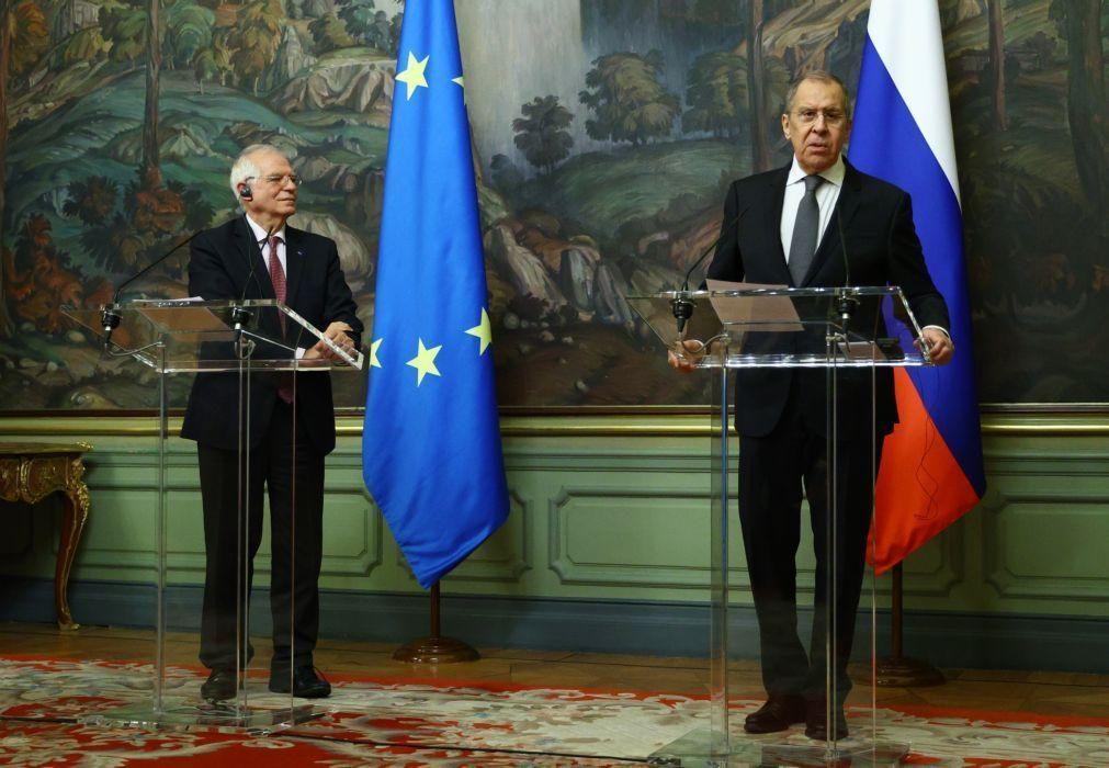 Eurodeputados pedem demissão de Borrell após visita