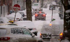 Tempestade de neve paralisa parcialmente transportes terrestres na Alemanha