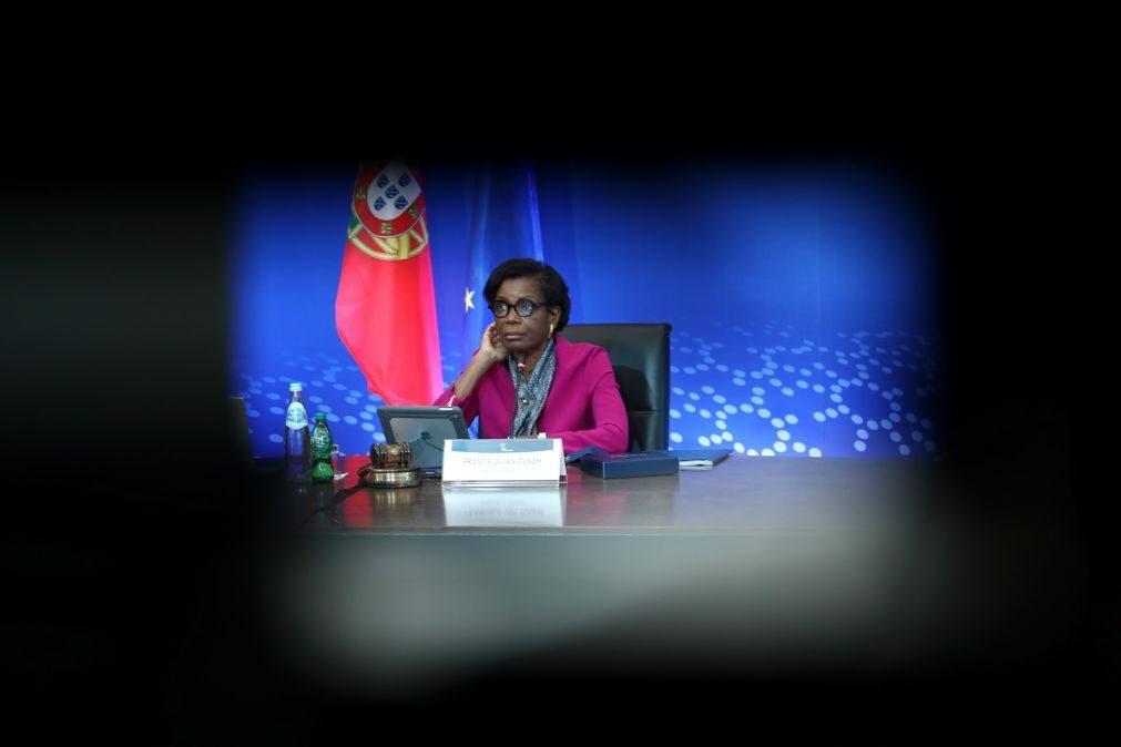 Covid-19: Ministra diz que vacinação dos oficiais de justiça está para breve