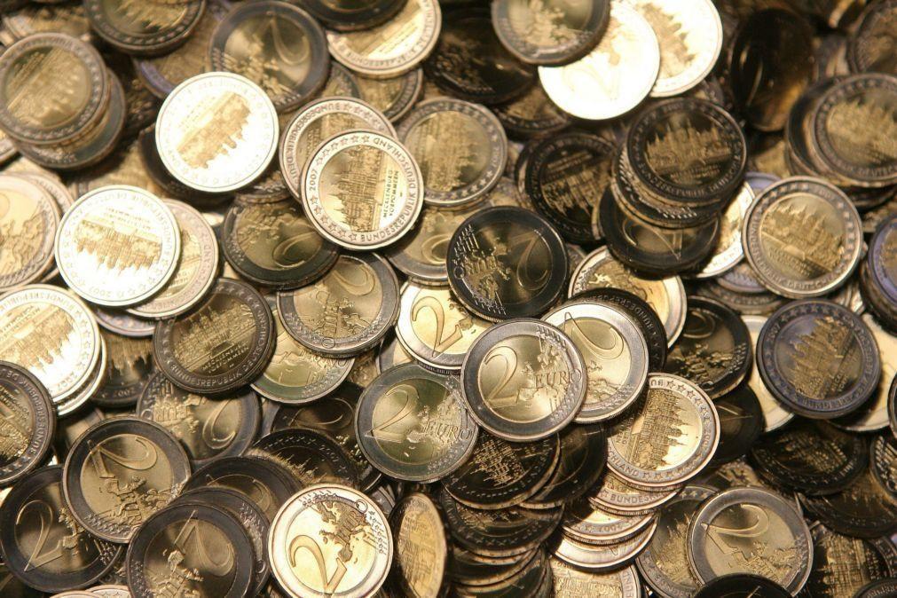 Nova valorização do euro que segue acima de 1,21 dólares