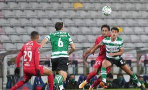 Sporting oito pontos à frente do FC Porto após bis de Coates [vídeo]
