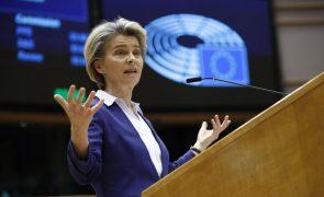 Covid-19: Von der Leyen explica ao Parlamento Europeu polémica sobre vacinas na UE