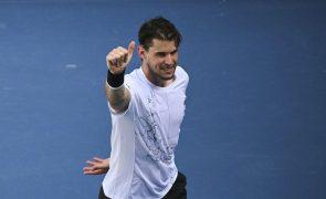 Dominic Thiem segue para a  3.ª ronda  do Open da Austrália depois de derrotar Kopfer