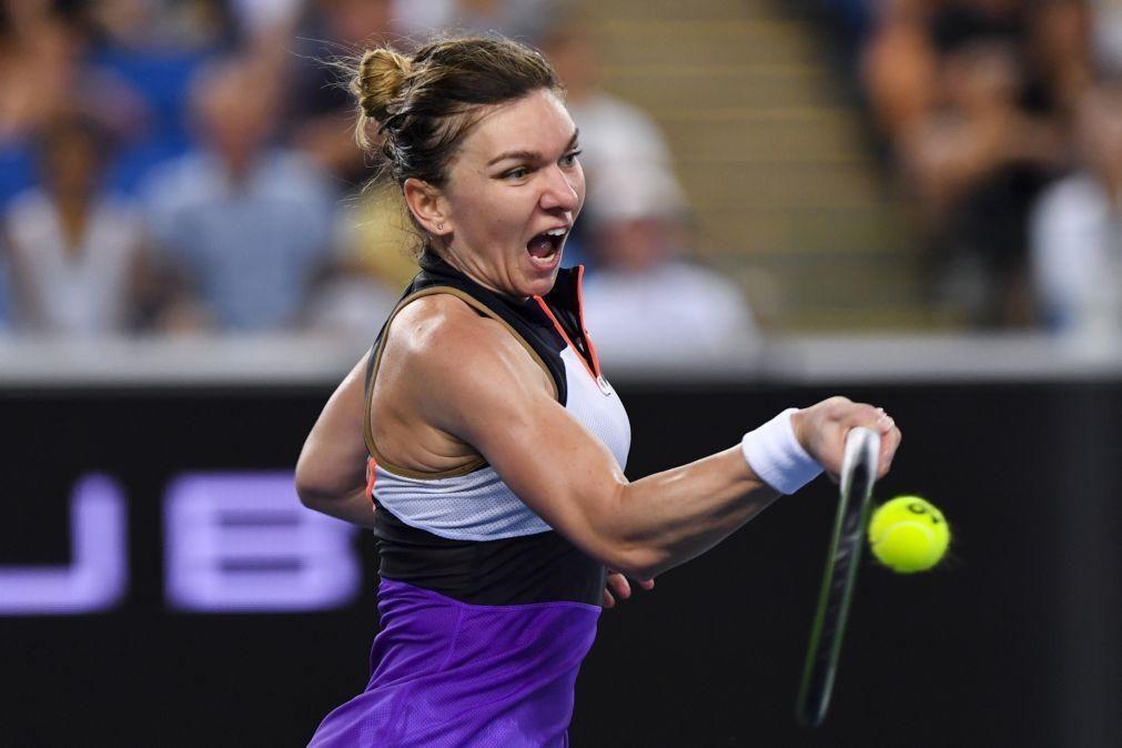 Halep passa por dificuldades mas garante terceira ronda no Open da Austrália