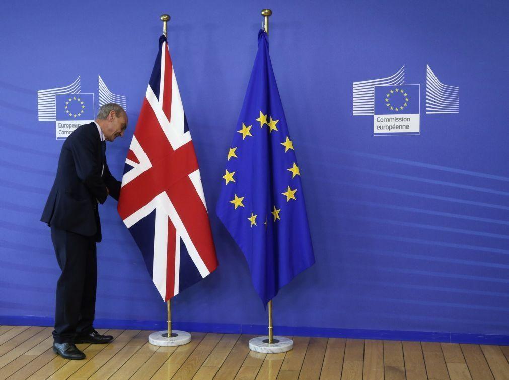 Bruxelas propõe prolongar por dois meses aplicação provisória de acordo com Reino Unido